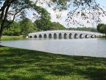 Puente en el jardín chino en el Si Imagen de archivo libre de regalías