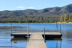 Puente en el lago Foto de archivo
