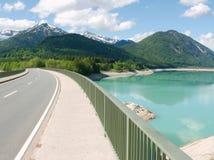 Puente en el lago Sylvenstein Fotos de archivo libres de regalías