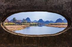 Puente en el paisaje imágenes de archivo libres de regalías