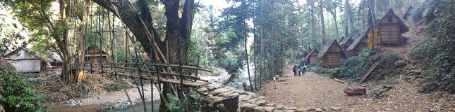 Puente en el pueblo baduy Imagenes de archivo