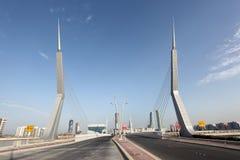 Puente en el puerto financiero en Manama, Bahrein imágenes de archivo libres de regalías