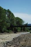 Puente en el río Fotografía de archivo libre de regalías