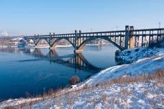 Puente en el río Foto de archivo libre de regalías