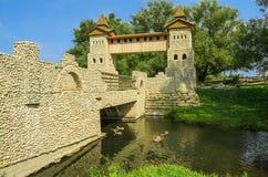 Puente en el río fotos de archivo libres de regalías