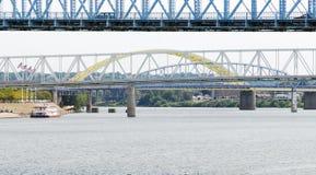 Puente en el río de Ohio imagenes de archivo