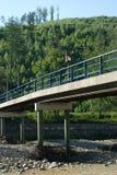 Puente en el río de sequía Imagenes de archivo