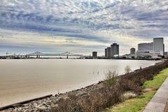 Puente en el río Misisipi en New Orleans Luisiana fotografía de archivo libre de regalías
