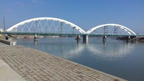 Puente en el río en Novi Sad Serbia Imagen de archivo libre de regalías