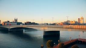 Puente en el río Támesis almacen de metraje de vídeo