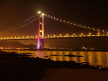 Puente en Hong-Kong en la noche Imagen de archivo libre de regalías