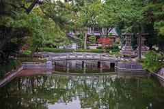 Puente en jardín Fotografía de archivo libre de regalías