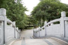 Puente en jardín chino imagen de archivo libre de regalías