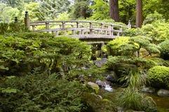 Puente en jardín del japonés de Portland Foto de archivo