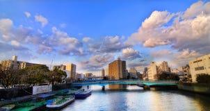 Puente en la ciudad Fotos de archivo