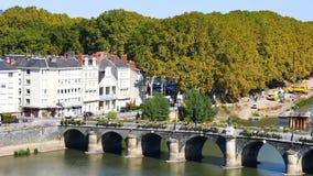 Puente en la ciudad Angers metrajes