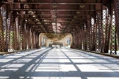 Puente en la ciudad céntrica Fotografía de archivo libre de regalías