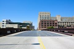 Puente en la ciudad céntrica Fotos de archivo