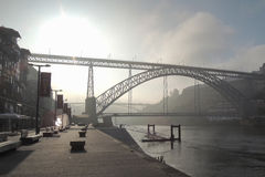 Puente en la ciudad de Oporto Fotografía de archivo