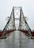 Puente en la lluvia imagenes de archivo