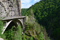 Puente en la montaña Imagenes de archivo
