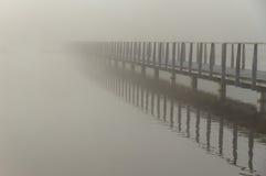 Puente en la niebla Foto de archivo