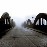 Puente en la niebla - Escocia imagenes de archivo