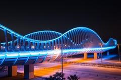 Puente en la noche, Dubai de Meydan Fotografía de archivo libre de regalías