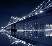 Puente en la noche, New York City de Manhattan Fotografía de archivo