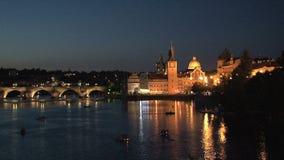 Puente en la noche, Praga de ChaRTes almacen de metraje de vídeo
