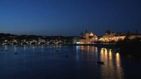 Puente en la noche, Praga de ChaRTes almacen de video