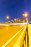 Puente en la puesta del sol de Nonthaburi Tailandia imagenes de archivo