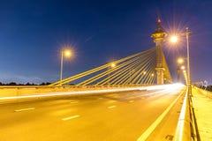 Puente en la puesta del sol de Nonthaburi Tailandia imagen de archivo