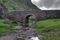 Puente en la sima de Dunloe Imagenes de archivo