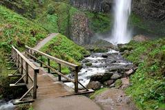 Puente en las caídas de Latourelle, Oregon Foto de archivo libre de regalías