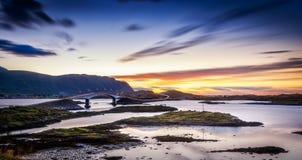 Puente en las islas de Lofoten Foto de archivo libre de regalías