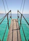 Puente en las naves en el mar Fotos de archivo libres de regalías