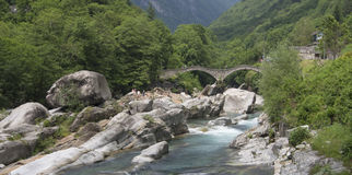 Puente en Lavertezzo Imagen de archivo