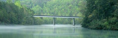 Puente en niebla Foto de archivo