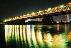 Puente en noche Foto de archivo