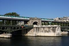 Puente en París Foto de archivo libre de regalías