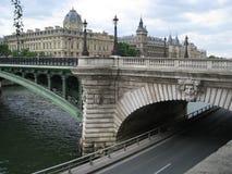 Puente en París Imagenes de archivo