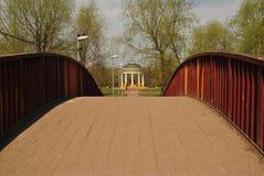Puente en parque Imagen de archivo libre de regalías