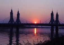 Puente en puesta del sol Fotografía de archivo libre de regalías