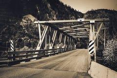 Puente en Rocky Mountains, Canadá imagen de archivo