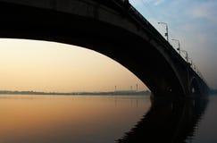Puente en salida del sol Imágenes de archivo libres de regalías