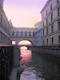 Puente en St Petersburg Fotos de archivo libres de regalías
