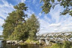 Puente en un paisaje hermoso Fotos de archivo