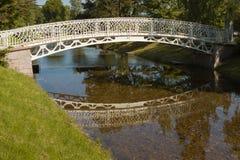 Puente en un parque Fotos de archivo libres de regalías