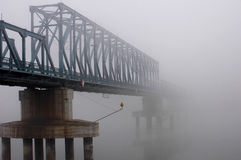 Puente en una niebla Fotografía de archivo libre de regalías